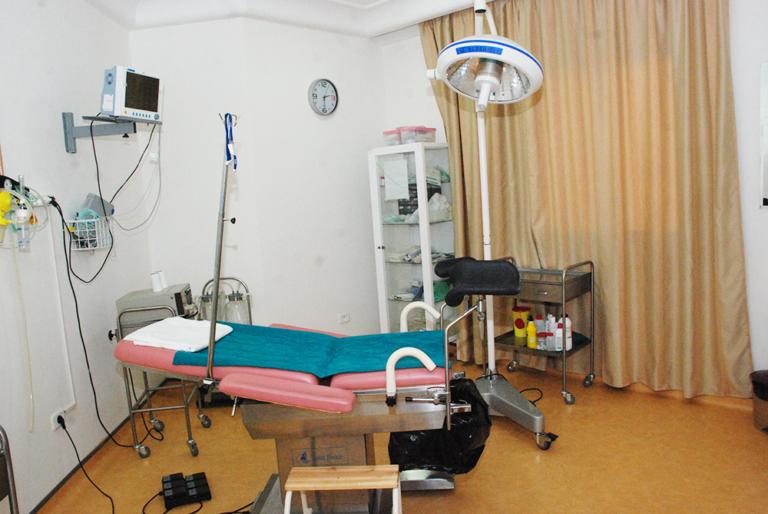 salle chirurigie avec equipement chirurgie